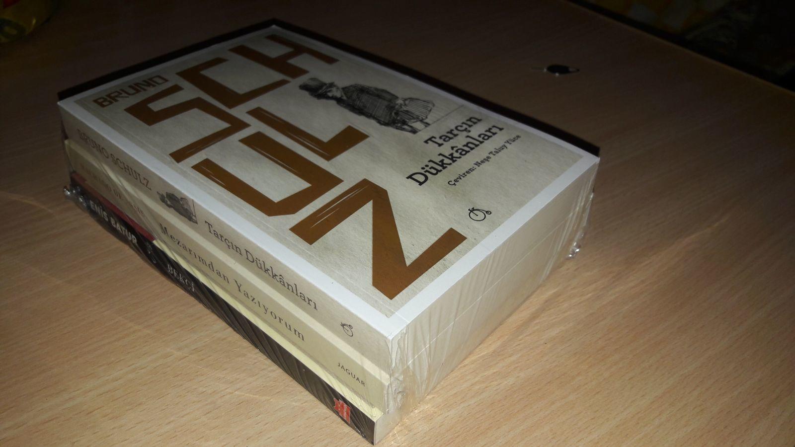 Bir Kutu Kitap Aboneliği Kitaplar